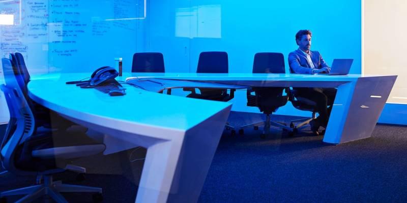 Los hackers podrían usar pantallas inteligentes para espiar reuniones . Prensa